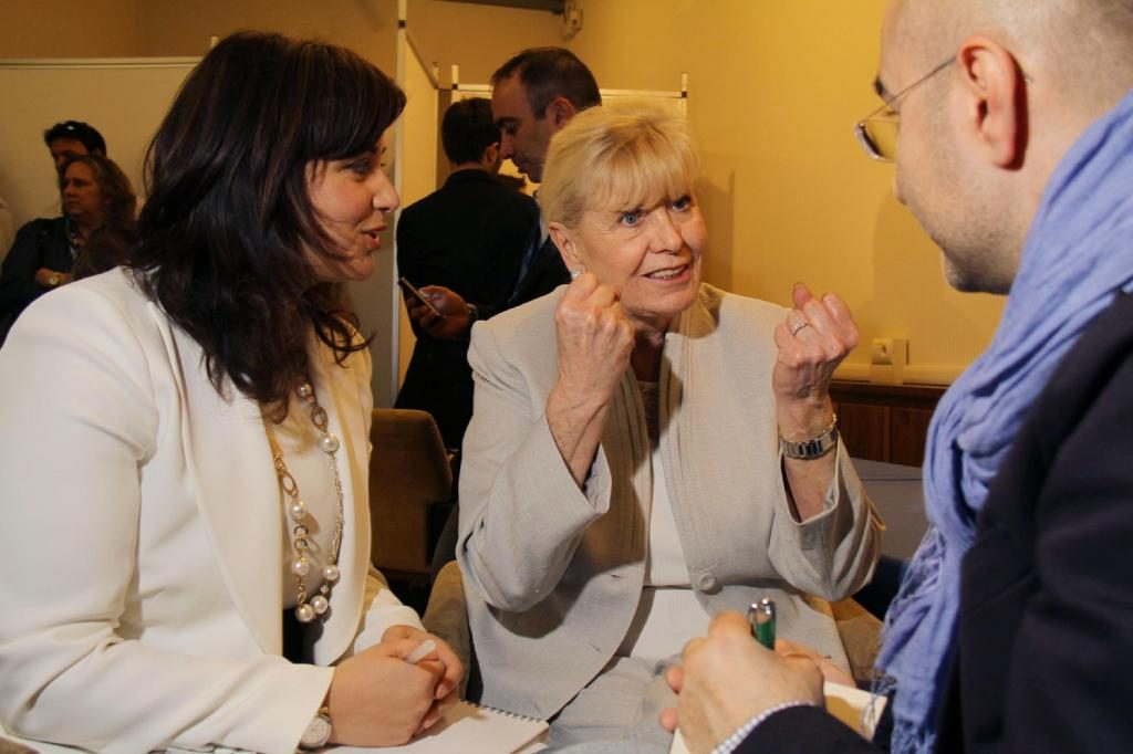Luciana Scrofani Green Italian Interpreting for Nobel laureate Betty Williams